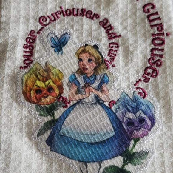 Disney Alice in Wonderland kitchen towels NWT